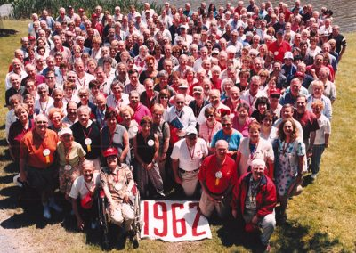 40th Reunion Group Class Photo in 2002